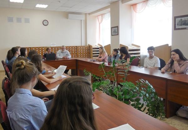 Студенты Института академии обсудили духовное значение труда.