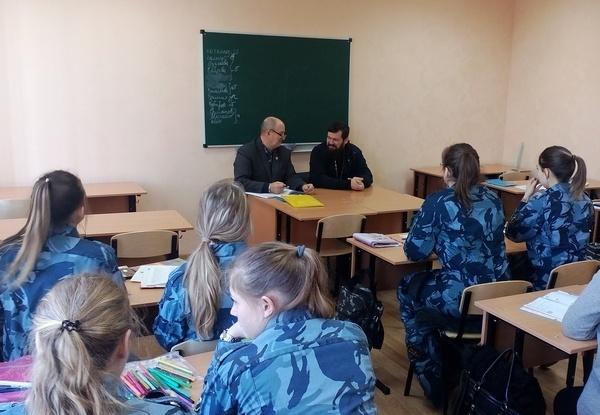 Протоиерей Русской Православной Церкви отец Андрей на семинарском занятии.